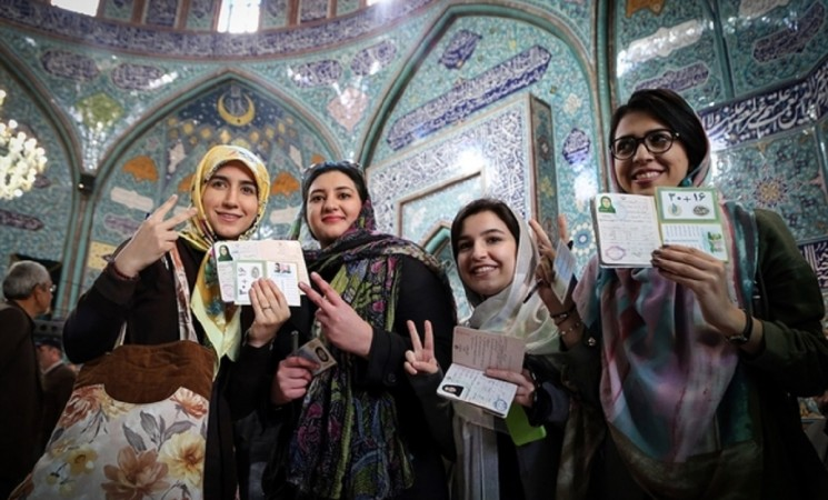 Early results in Iran election hint at success for moderates