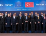 Resettling Syrians, aid and visa changes on table at EU-Turkey migration summit