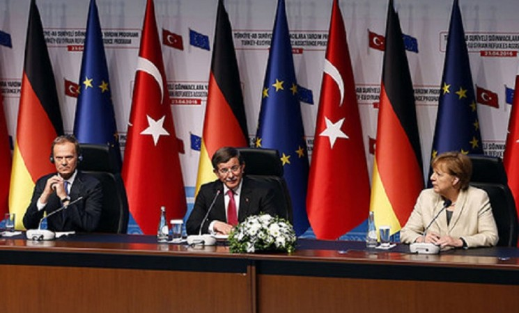 Turkey best example on how to treat refugees, EU Council Pres. Tusk says