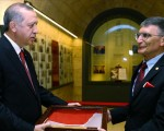 Turkish scientist takes Nobel medal to Ataturk memorial