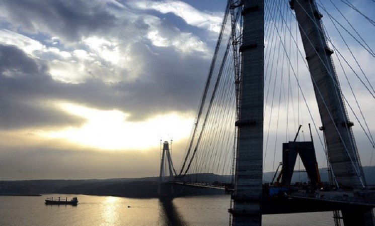 Bridge in Istanbul links Asia and Europe once again
